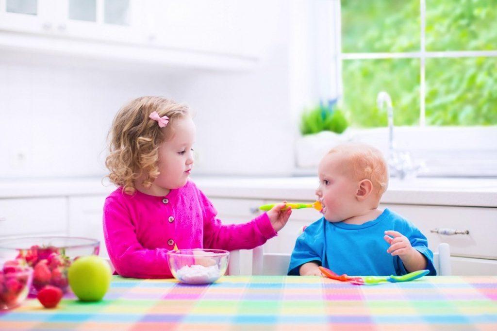 Trẻ em ăn dứa có tốt không? Ăn dứa cần lưu ý những gì?